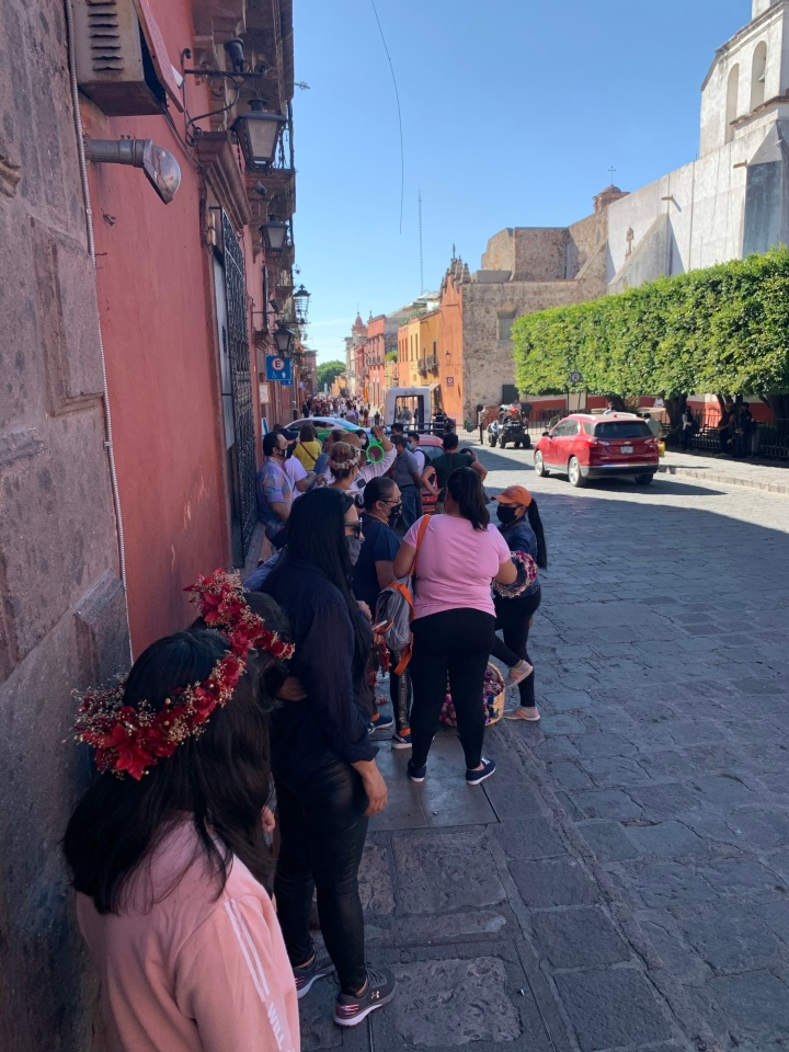 Line to get churros